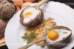 Karczochy zapiekane z jajem