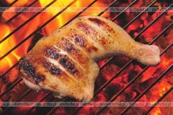 Rumiane udka z kurczaka pieczone na grillu