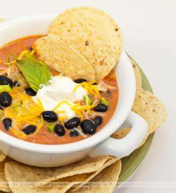 Zupa z czerwonej fasoli z makaronem
