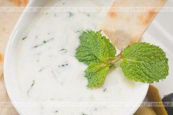 Sos sałatkowy jogurtowy