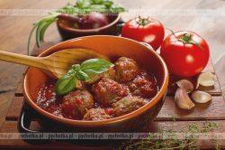 Klopsy z ryżem w pomidorowym sosie