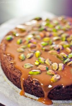 ]Genialne brownie z solonym karmelem i pistacjami