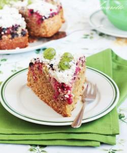 Ciasto pełnoziarniste z agrestem i porzeczkami