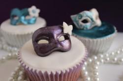 Cupcakes z maskami karnawałowymi