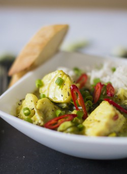 Curry z dorszem, bobem i fasolką szparagową
