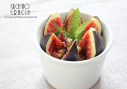Figi z jogurtem bałkańskim i pistacjami
