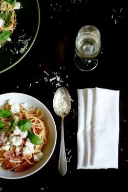 Makaron z mozzarellą i szynką parmeńską