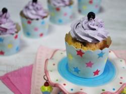 Pełnoziarniste cupcakes z jagodami