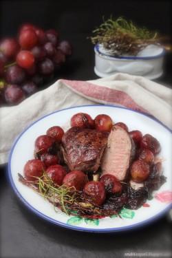 Polędwica wieprzowa w wine i winogronach