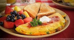 Puszysty omlet z truskawkami