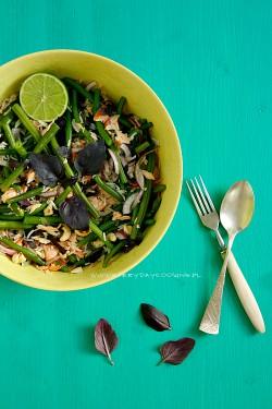Sałatka z ryżem, łososiem i fasolką na ostro