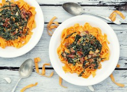 tagliatelle szpinak suszone pomidory gorgonzola