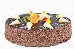 Tort ponczowo-morelowy z czekoladą
