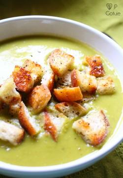 Zielona zupa krem z groszku
