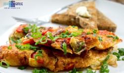 Omlet z chorizo i czerwoną papryką