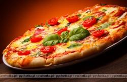 Pizza z kurczakiem z grilla i pomidorkami