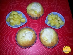 Muffinki ananasowe z serkiem mascarpone.