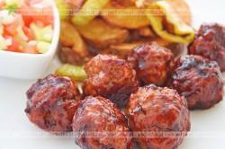Grzybowe klopsy w sosie pomidorowym