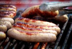 Kiełbaski z grilla z pomidorem