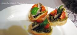 Pesto z awokado i sardynki na bagietkach / Pesto with avocado and sardines on baguettes