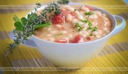Fasola z pomidorami i ziołami