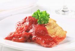 Panga duszona w pomidorach