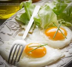 Jajka sadzone na maśle