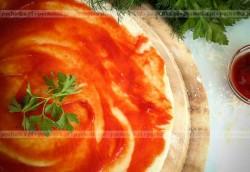 Wegetariańska pizza ze szparagami