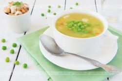 Zupa z selera naciowego z groszkiem