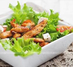 Sałatka z kurczaka i sera feta