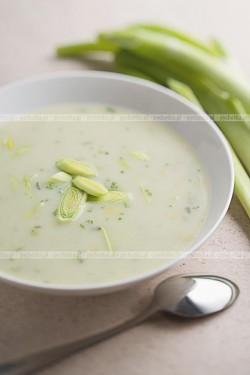 Zupa z porów z parówkami Iwony