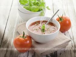 Zupa ziemniaczana ze szpinakiem i pomidorami